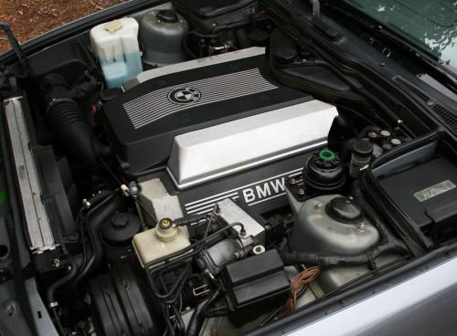 BMW V8 M60B40 E34 540i Engine Bay Motor